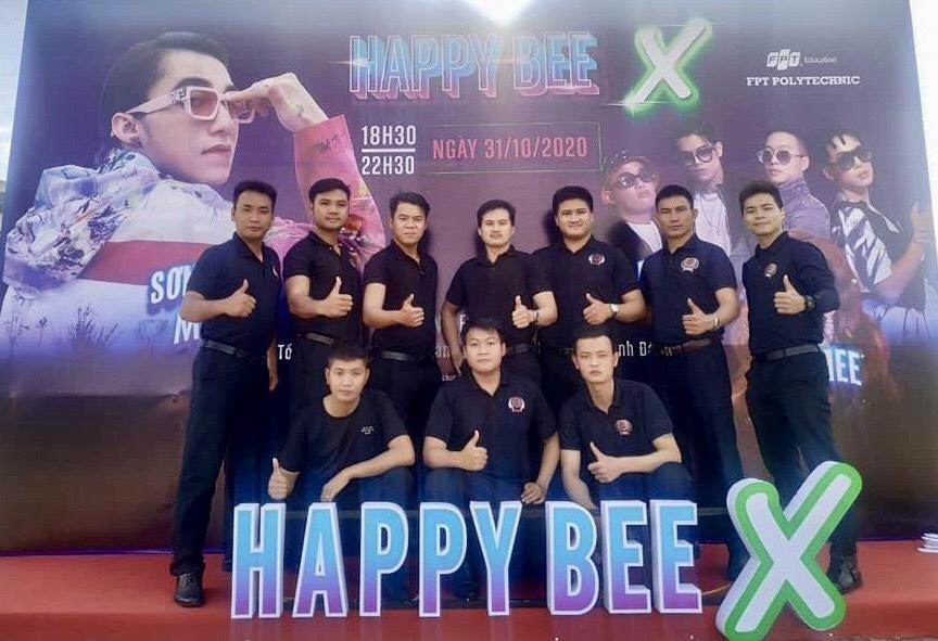vệ sỹ Võ Đường Ngọc Hòa đảm bảo an ninh cho Sơn Tùng M-TP trong Đại sự kiện âm nhạc #Happy_X.