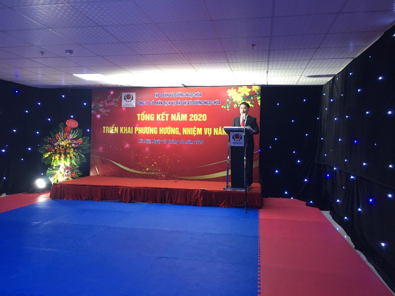 Giám đốc nhân sự Nguyễn Trọng Đại đọc báo cáo tổng kết năm 2020 và triển khai phương hướng nhiệm vụ năm 2021