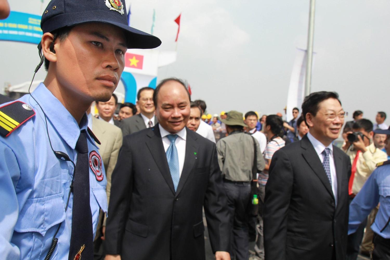 Vệ Sỹ Võ Đường Ngọc Hòa bảo vệ Chủ tịch nước Nguyễn Xuân Phúc